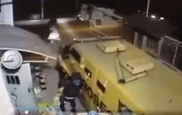 بحال شي فيلم هوليودي. لصوص يسرقون الملايين من سيارة مصفحة في البرازيل (فيديو)