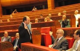 مشيتي فيها يا حكيم الا هادي راهم عايشين بها. بنشماس يضع يده على غار سفريات البرلمان ولمضاربة على الطونوبيلات