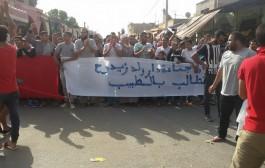 وفاة سيدة حامل وغياب الطبيب يخرج ساكنة ولد زيدوح  للاحتجاج بالشوارع والاعتصام امام المركز الصحي