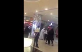 """وشوفو فين وصل الكبت. بالفيديو. قطري بغا يغتصب مرا فوسط """"مول"""" وحدا البشر"""