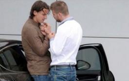 لاعب البارصا بيكي يرد على الإتهامات التي تلاحقه بالمثلية الجنسية بعد صورته الشهيرة مع زلاطان