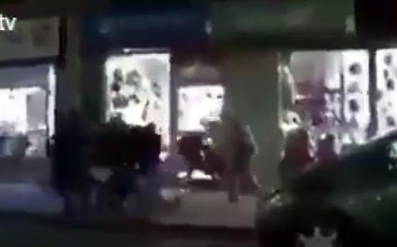 نايضة. صفحات فايسبوكية تتداول مقطع من برنامج فرنسي وتتهم الفرنسيين بالاعتداء على المسلمين (مقطع البرنامج)