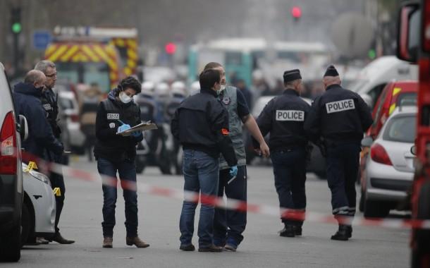 الاسلحة لي استعملها أبا عوض والاخوان عبد السلام وباقي الارهابيين في باريس تصنعات في صربيا
