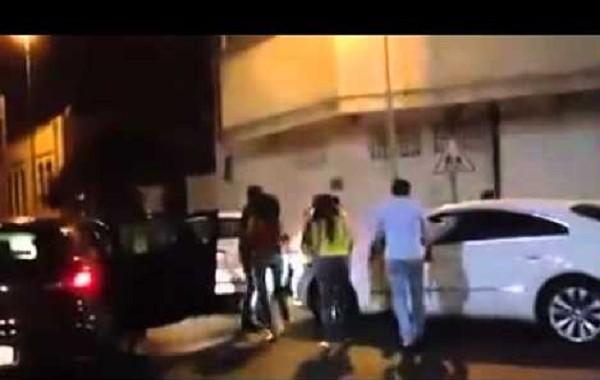 مغربيات مضاربات بسبب الغيرة والتنافس على شاب (فيديو)