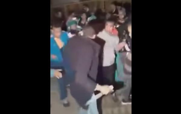 بالفيديو. مشا يتعرس صدق مهرس. الإعتداء على عريس بسيوف في زفاف بفاس