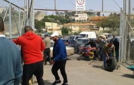 ثلاثة عناصر من الحرس المدني تتعرض لضرب موجع على يد المهربين المغاربة بمليلية وها علاش