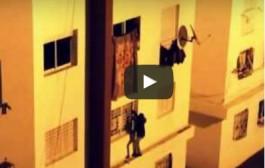 بالفيديو. شفار فكازا دار بحال سبيدرمان وطلع بعمارة باش يشفر بطانية