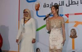المغربية بسمة بوسيل تصمم فساتين دعما لمرضى السرطان في مصر