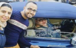 بالفيديو. الملك يوقف سيارته ليستجيب لطلب كازاوي وخطيبتو بغاو يتصورو معاه