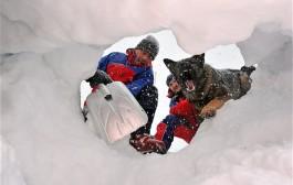 عسكري هندي لقاوه حي بعد أسبوع تحت الثلج