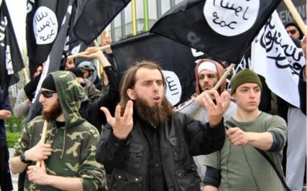 """جورنالات بلادي1: برنامج أمريكي لحث المغاربة على الابتعاد عن """"داعش"""" وكلاب مدربة وفرقة خاصة لإيقاف تلميذ متعاطف مع التنظيم الدموي في الخميسات"""