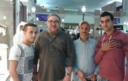 محمد السادس وفي لعادته. مشى لسوق واقف فقطر وتصور مع لمغاربة =صور