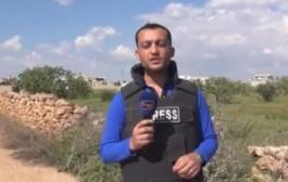 بالفيديو. لحظة إصابة مراسل قناة معارضة سورية بشظايا قذيفة
