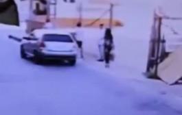 بالفيديو. برازيلية ممشوقة القوام تنجو من محاولة إختطاف في الشارع