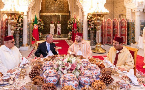 يا حليلك. الرئيس البرتغالي جا فطر عندنا ورجع فحالو: تهلى فيه الملك بوسام وهو ما كثرش