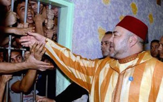 صورة الملك فعكاشة: شكون المسؤول على هاد التواصل الغريب وكيفاش صورة عطات نتائج عكسية =صورة=