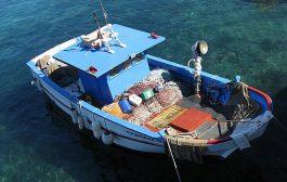 قارب إسباني يجنح على سواحل بوجدور