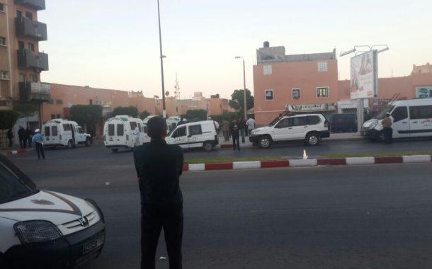 يحدث الآن بالعيون : مناوشات باستعمال الحجارة والسلطات ترفض الترخيص لعزاء عبد العزيز
