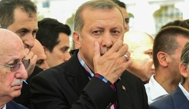بالفيديو. اردوغان استقبل عروسان حتافلو بفشل الانقلاب وها آش عطا لعروسة