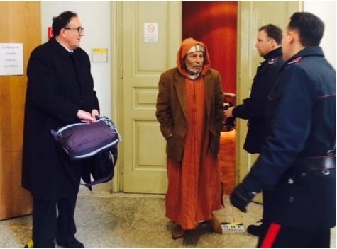 لي ماعجبوه كنائس أوروبا يجمع قشاوشو ويرجع لبلادو. إيطاليا تطرد مهاجرين مغربيين قاما بتخريب كنيستين