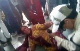 قتل ليهوم الاله بقروس. بالفيديو هنود شدو جوج هنديات وسلخوهم حقاش لقاو عندهم لحم البقر!