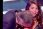 بالفيديو: سالات معاه..مذيع فرنسي يُقبّل صدر ضيفته في برنامج شهير وصدمة عند الفرنسيين