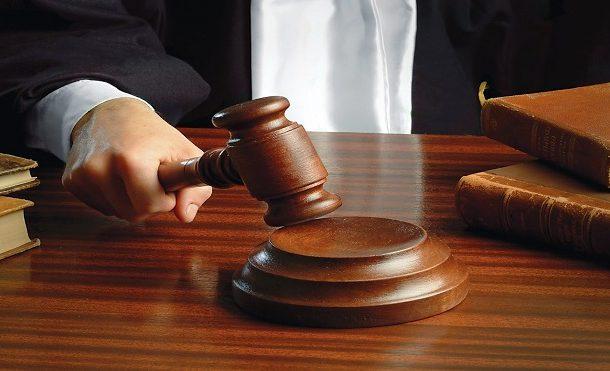 ضحك البنايا. محكمة كويتية ضربات متهم ب5سنين حقاش ضحك مع صاحبو بطورنوفيس