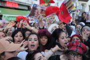 بالدم بالروح نفديك يا سعد لمجرد: فرنسا تفعفعت..مناضلة كازا القديمة قادمة لتشعلها بالضرب والرفس