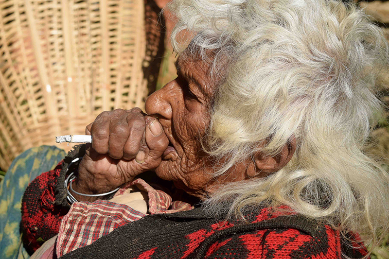 """وردو بالكوم ألي عاجبهوم راسهوم بالكارو.. 10 فالمئة من الوفيات فالعالم السبب ديالها هو """"التدخين"""""""