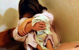 فين غاديين بهاد الويل. زوج الأم يهتك عرض طفلتيها بمباركتها في طانطان