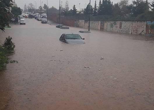 بالفيديو: ساعات جحيم ديال بصاح عايشينها السلاويين بسباب الفيضانات. بزافت السكان محاصرين منهم اطفال مدارس