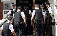 الشرطة في خدمة التلاميذ. تلميذة بريطانية وحلات فتمارين وعيطات للبوليس يعاونوها