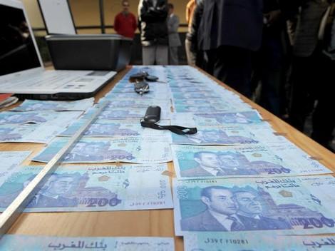 كزاوي بغا يخدم مطور لكن جابها فراسو.. خلاف يفضح عملية تزوير أوراق مالية من فئة 200 درهم