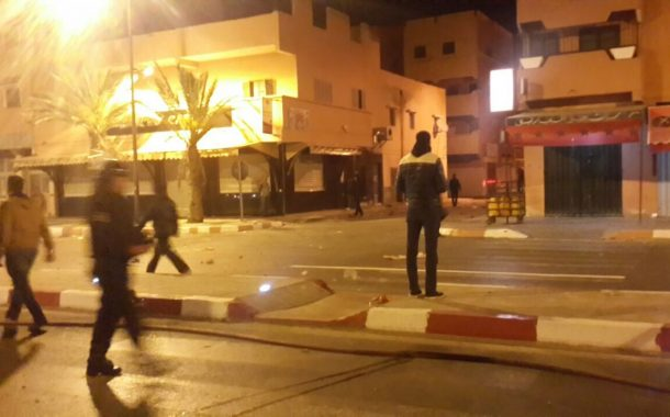 استمرار اعتصام الحافلة بالعيون وولد الرشيد حاضر والساكنة تتضامن