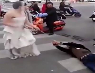 لهلا يطيحكوم فبحالها. بالفيديو شينوية كتفات راجل وجراتو باش يتزوجها