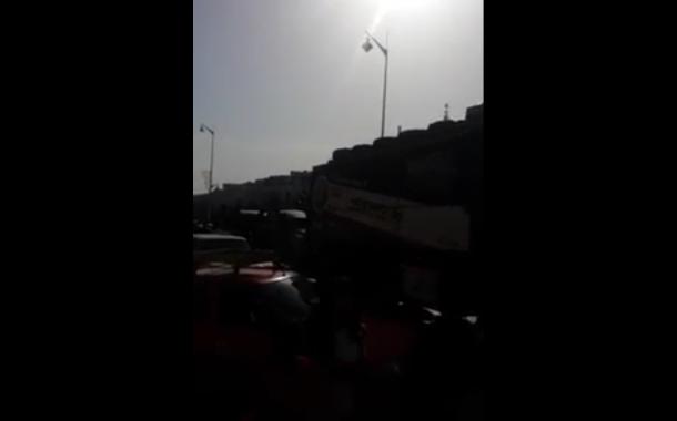 بالفيديو. قاصرين مغاربة كيحاولو يتخبعو فسيارات الرالي لي خارجة من المغرب فاتجاه اوروبا