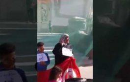 بالفيديو كتجبد عليهوم ثورة البوعزيزي. تونسية دارت ولادها للبيع بسباب المسؤولين