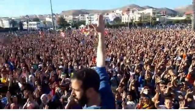 حراك الريف لأول مرة على دوزيم. تغطية القناة زادت من حالة الارتباك في التعامل مع الاحتجاجات ووضعت الأغلبية في ورطة