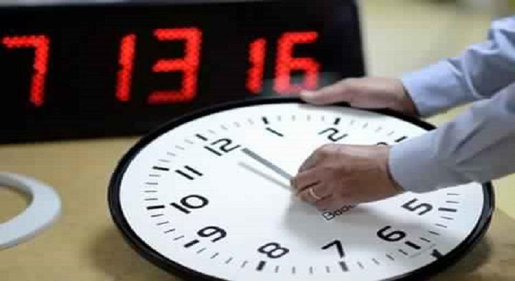 زيدو ساعة نقصو ساعة وراكوم حمقتونا.. وزارة الوظيفة العمومية: ها فوقتاش خاصكوم تزيدو 60 دقيقة فالساعة ديالكوم