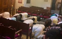 مغربية تتهم حاخام بسرقة صورة لصلاة مسلمين فى معبد يهودى