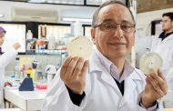 إنجاز مغربي آخر.. البروفسور المغربي عدنان رمال يفوز بجائزة المبتكر الأوروبي 2017 (فيديو)