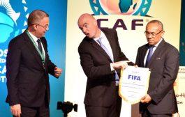 رئيس «الفيفا» دق على مسؤولين مغاربة «متحزبين». حرجهم مزيان بموقفه حول اقتحام السياسيين لتدبير الشأن الكروي