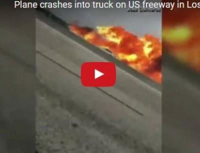 بالفيديو. طيار نزل بالطيارة فوسط الطريق وفلت من الموت بأعجوبة