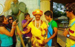 بالفيديو اغرب وظيفة. هندي 32 عام وهو تمثال حي ومخصوش يضحكو شي حد باش ميربحوش الجائزة