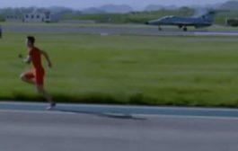 بالفيديو. عداء شينوي سبق مقاتلة حربية