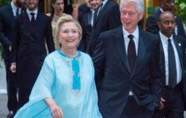 """بالصور: هيلاري كلينتون دارت البوز ب """"قفطان مغربي"""""""