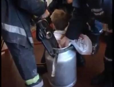 بالفيديو. إنقاذ طفل حشا راسو فبرميل وحصل
