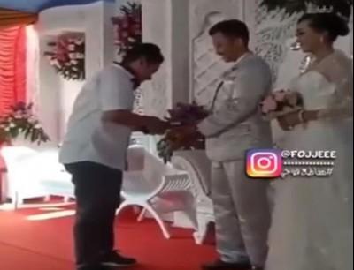هذا فهم للزواج. بالفيديو عريس جاب ماكينة ديال فيزا كارد باش الضيوف يحطو لغرامة