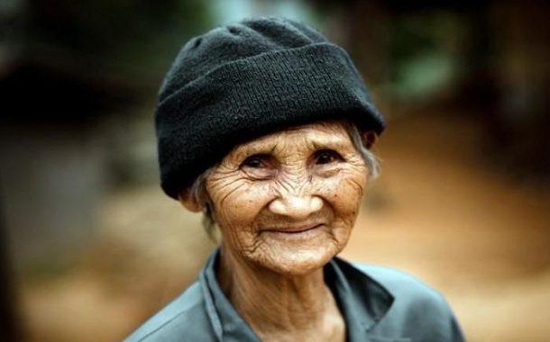 مزال شادّة فراسها.. مسنة تتخرج من الجامعة في سن 91 سَنَة