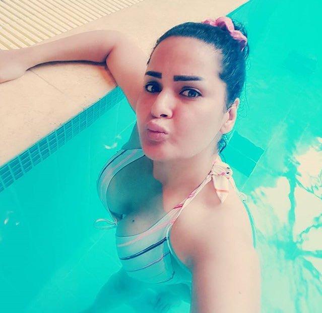 """سما المصري """"بالمايوه"""" في حمام سباحة: """"عوم كلابي"""" (فيديو)"""
